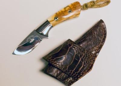 Cricket Gentleman's Knife by Ruben Ramos