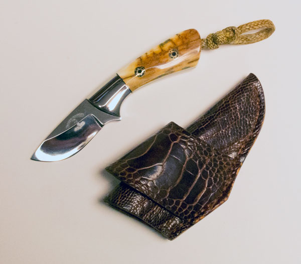 Cricket Gentleman's Knife by Ruben Ramos